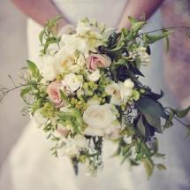 Bouquet de mariée champêtre blanc et rose - Reflets Fleurs mariage