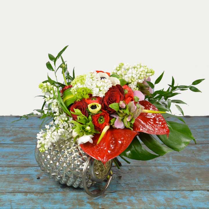 Reflets déclare bouquet de fleurs roses rouges anémones reflets fleurs