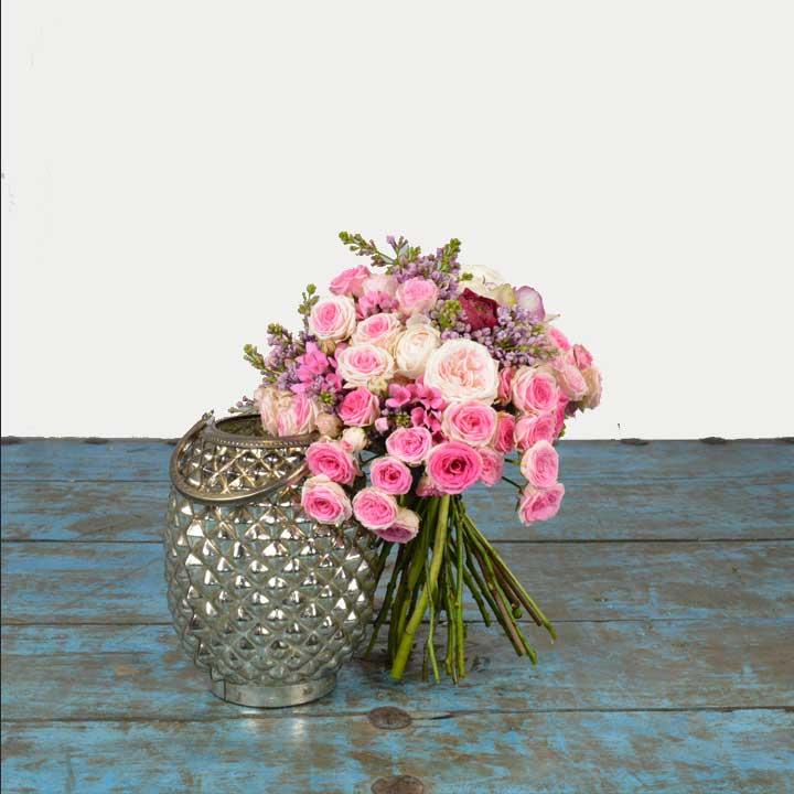 Reflets est romantique est composé de roses mini éden par reflets fleurs