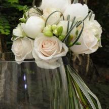 Bouquet mariée blanc ivoire pivoines freesia mariage Reflets Fleurs