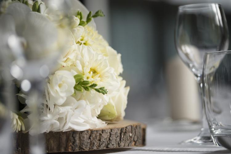 R ception reflets fleursreflets fleurs - Centre de table rondin de bois ...