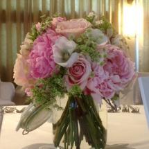 Centre table bocaux pivoines champêtre - Reflets Fleurs mariage