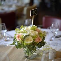Centre table champêtre blanc pêche - Reflets Fleurs mariage