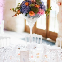 Centre table coupe martini orange mauve - Reflets Fleurs mariage