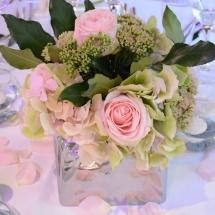 Centre table vert rose argent pétales rose - Reflets Fleurs mariage