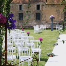 Cérémonie camaieu mauve arche fleurs Médicis - Reflets Fleurs mariage