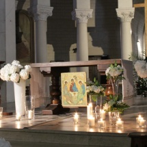 Cérémonie religieuse bougies hortensias - Reflets Fleurs mariage