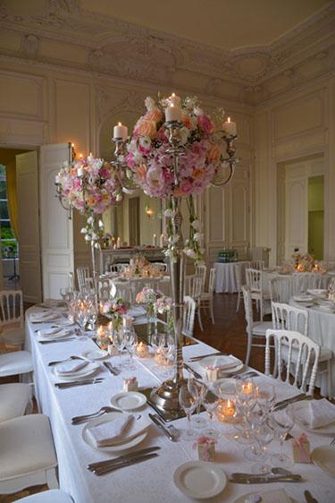 mariage, table des mariés chandelier de fleurs pour mariage ...