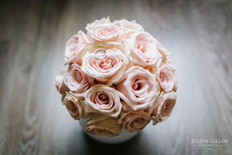 un mariage romantique, le bouquet de la mariée mairie