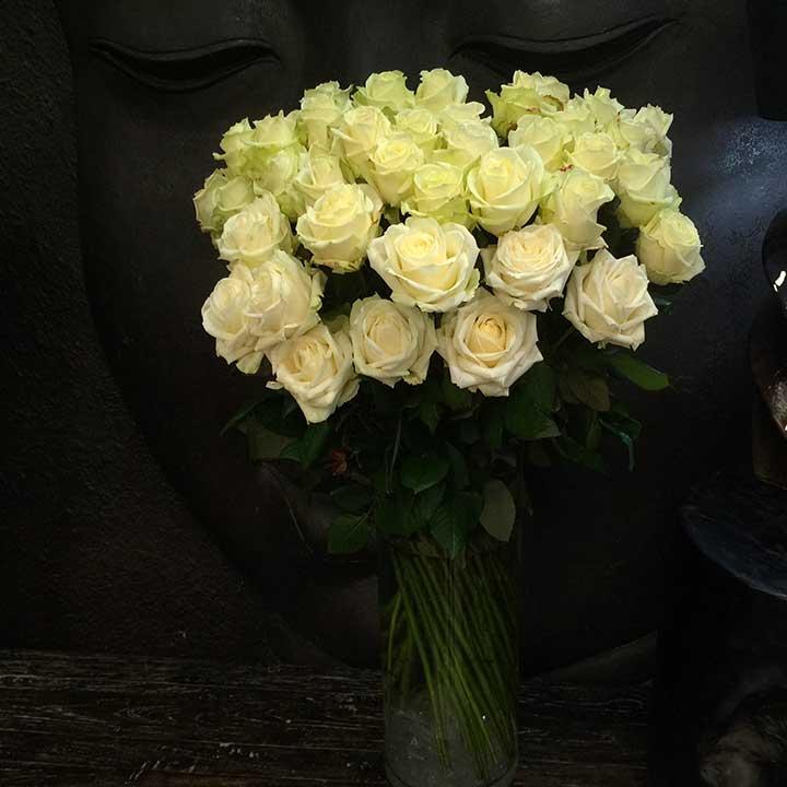 Livraison de roses blanches avalanches reflets fleurs fleuriste paris