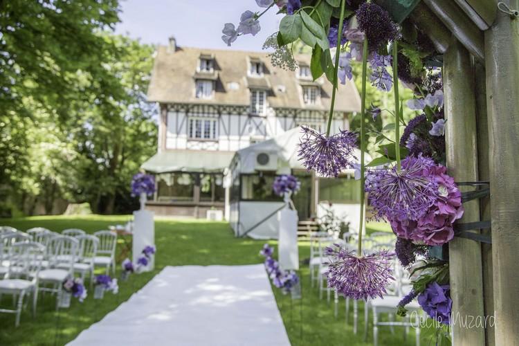 ceremonie-de-mariage-manoir-de-l-ile-aux-loups-reflets-fleurs-fleuriste-paris-france