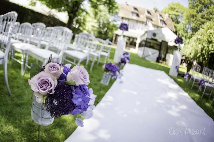 ceremonie-laique-petit-bouquet-de-l-allee-dans-les-couleurs-de-mauve-roses-amnesia-pois-de-senteur-mauve-claire-mariage-paris-france-reflets-fleurs-1