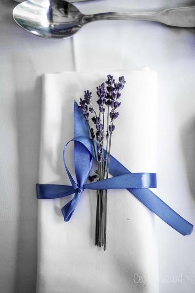 noeud-de-servitte-lavande-reflets-fleurs-mariage