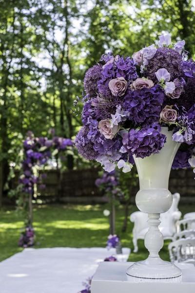 ceremonie-de-mariage-reflets-fleurs-medicis-moderne-revisité-fleurs-mauve-hortensia-rose-amnesia-pois-de-senteur-arche-de-fleurs