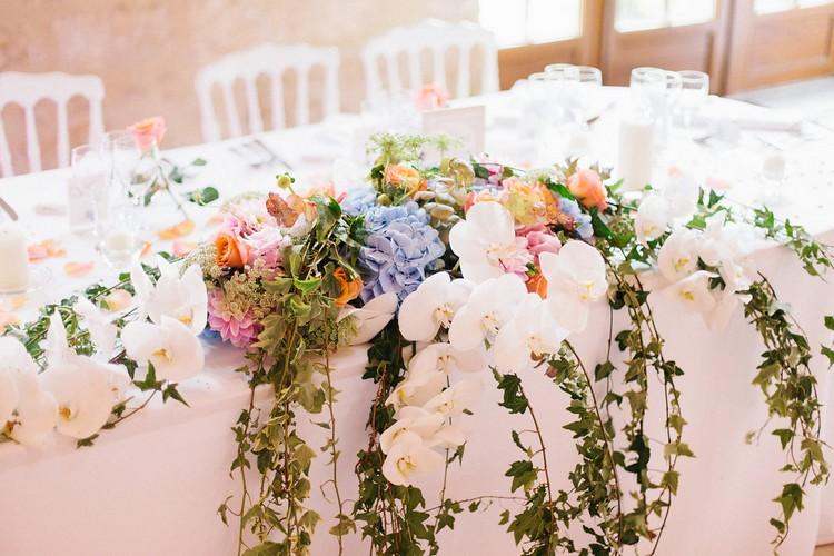 laddavanh-et-stephane-reflets-fleurs-fleuriste-mariage-paris-france-centre-de-table-martini-bleu-corail-table-des-mariee-orchidee
