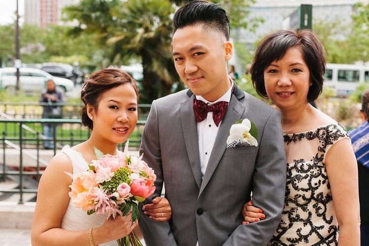 mariage-Laddavanh-Stephane-civile-bouquet-de-mariee-champetre-corail-fleuriste-reflets-fleurs-paris-france