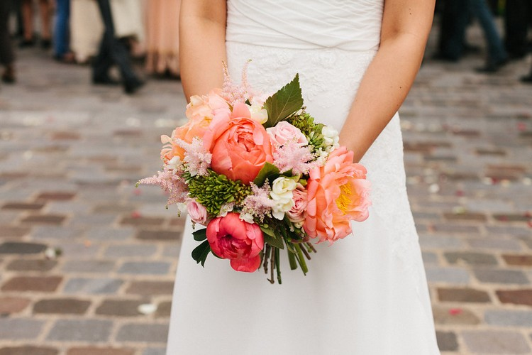 mariage-Laddavanh-Stephane-bouquet-de-mariee-corail-pivoine-champetre-astilbe-fleuriste-reflets-fleurs
