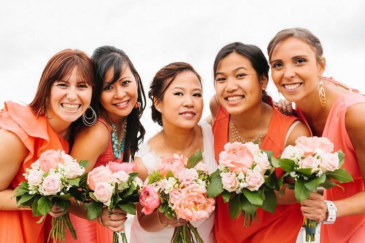 mariage-Laddavanh-Stephane-fleuriste-reflets-fleurs-bouquet-de-mariee-bouquet-demoiselle-d-honneur-bonne-humeur-corail