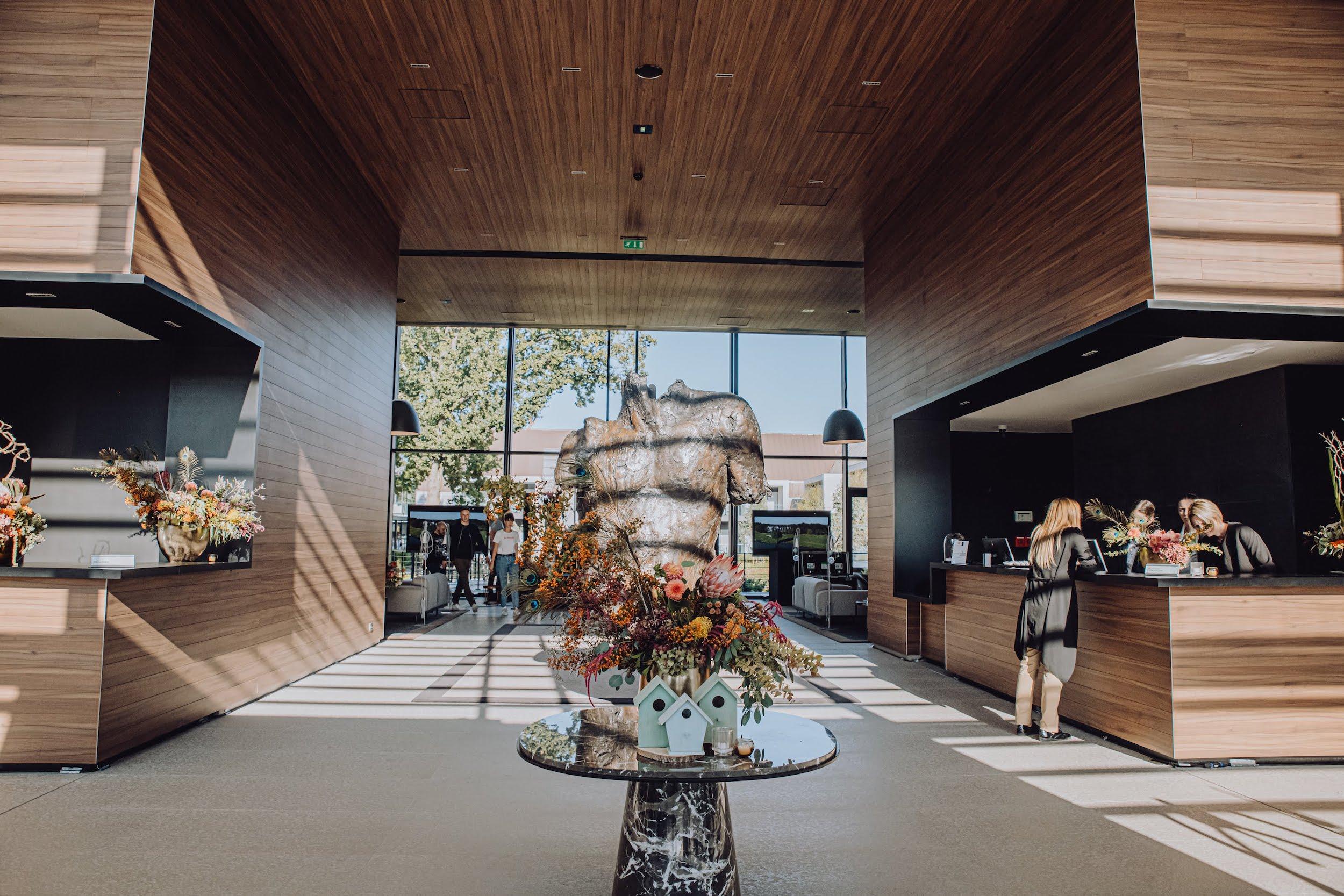 refletfleurs-fleuriste-scenographie-inauguration-hotel-domaine-les-vanneaux-paris25