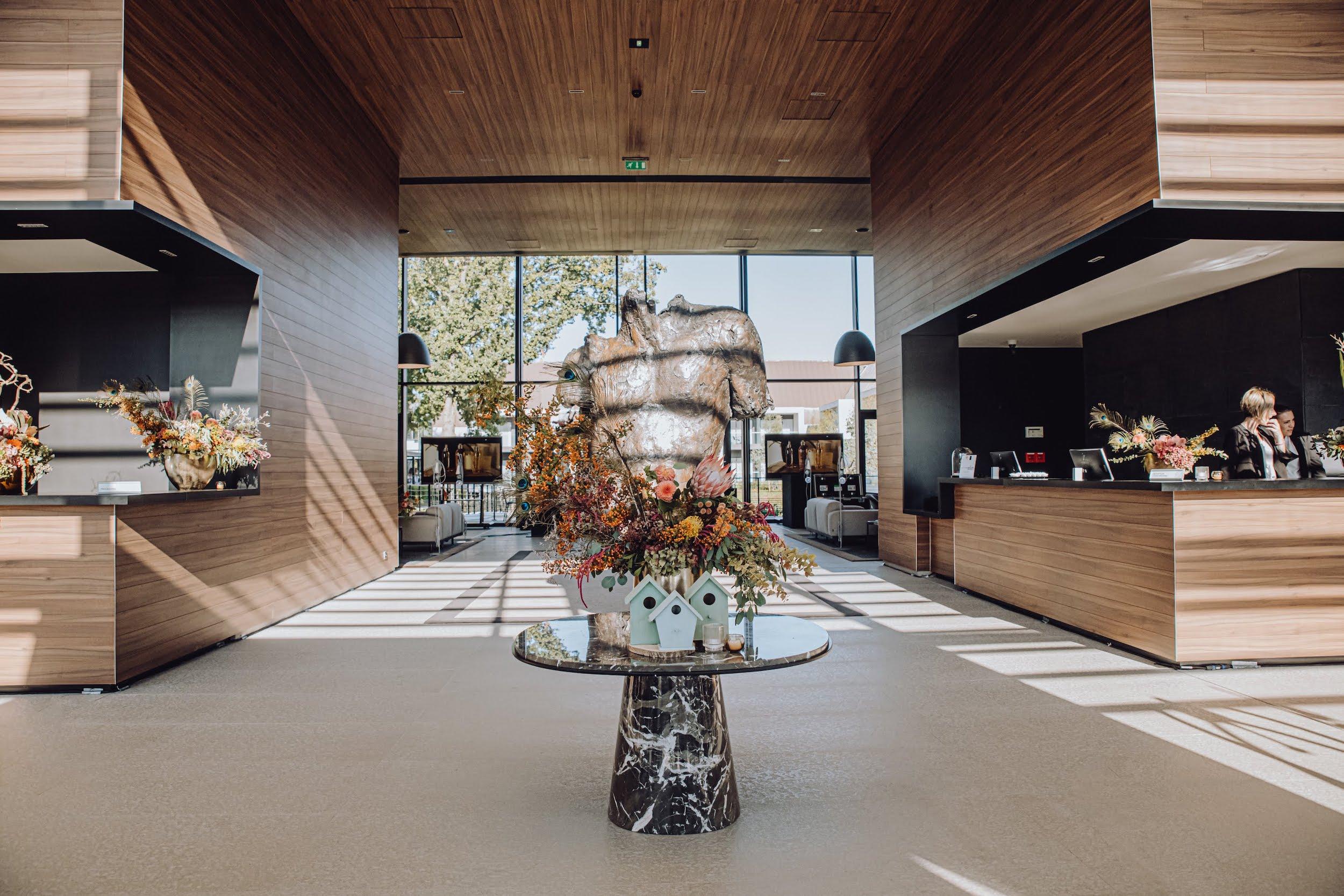 refletfleurs-fleuriste-scenographie-inauguration-hotel-domaine-les-vanneaux-paris26