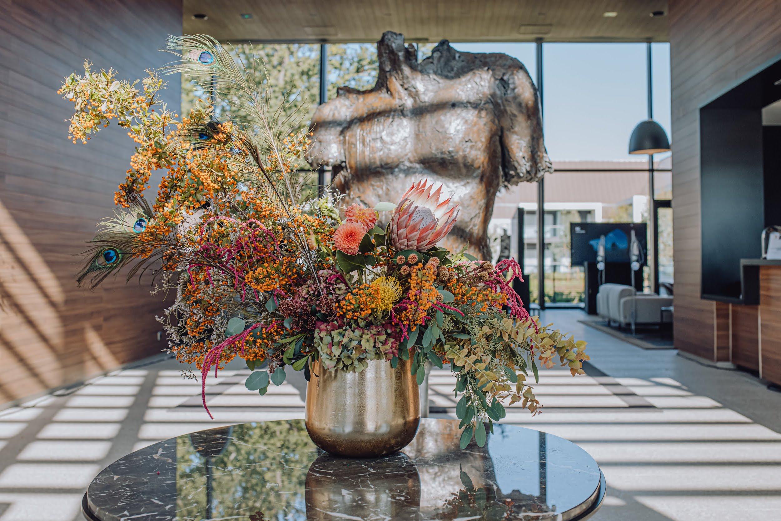 refletfleurs-fleuriste-scenographie-inauguration-hotel-domaine-les-vanneaux-paris8