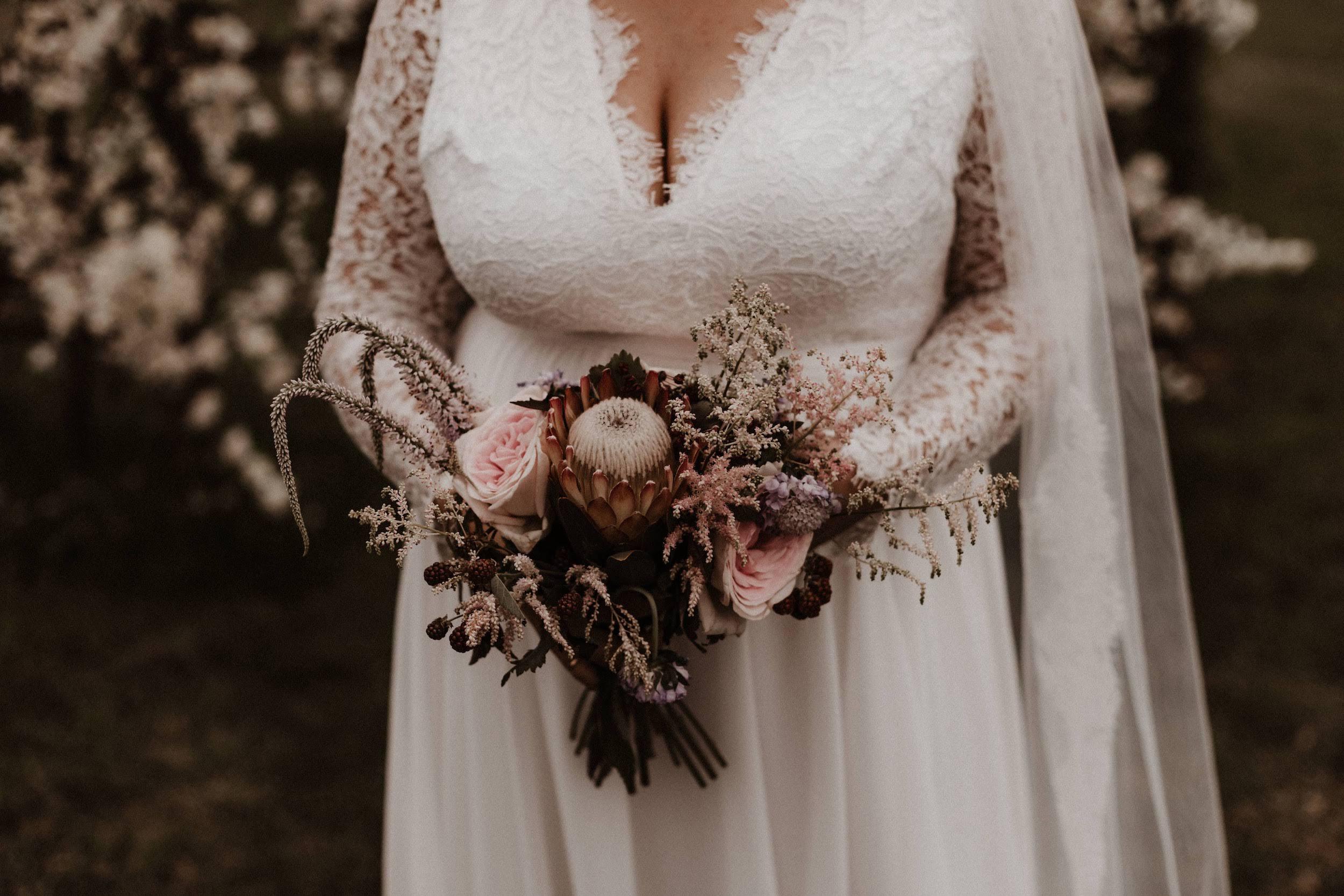 Reflets - Fleuriste mariage - Mariage industriel et romantique au Domaine des Bonnes Joies en Normandie